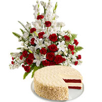 Red and White Bouquet with Cheese Cake To Tsu