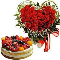 Beautiful Rose Arrangement with Berry Cake To